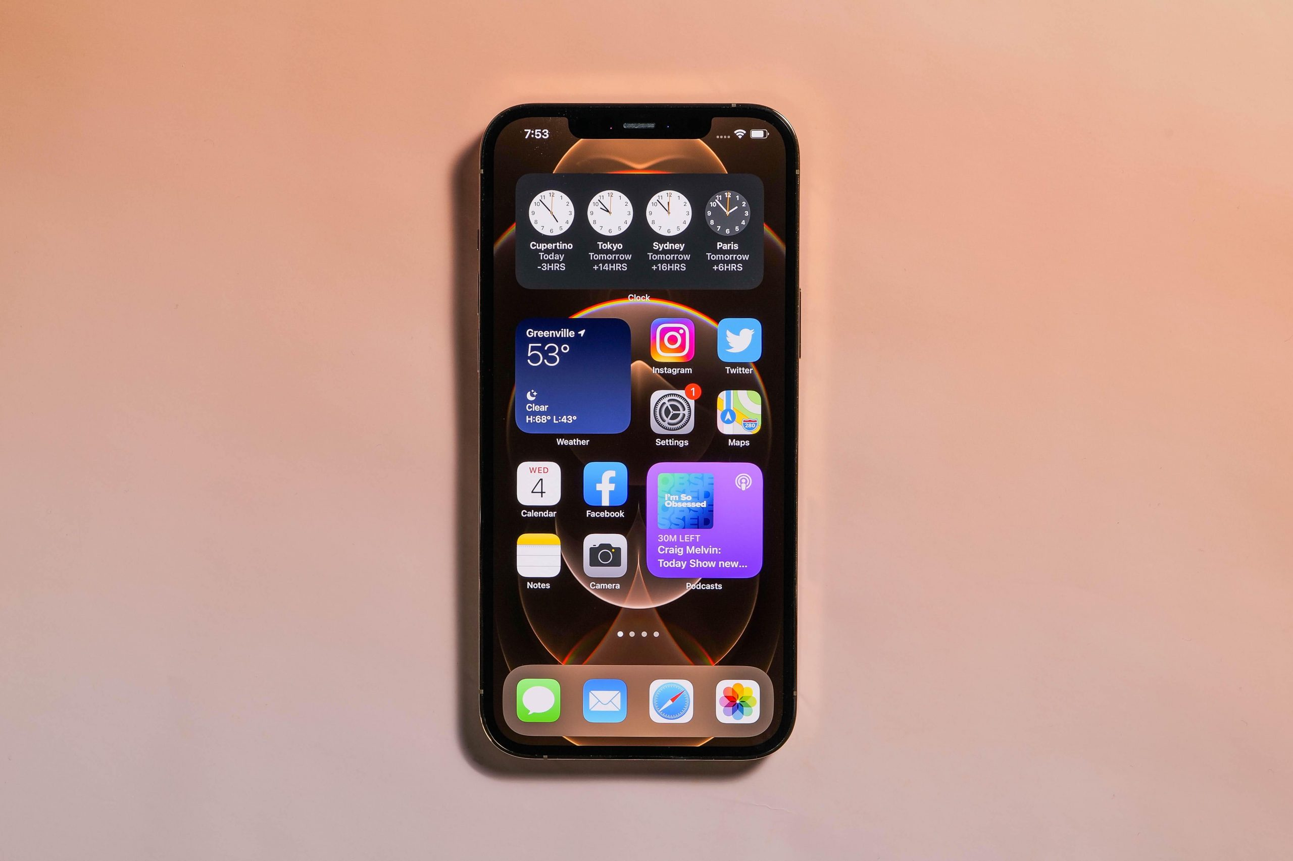 review iphone 12 pro max deserves a spot in your pocket if you can it to fit